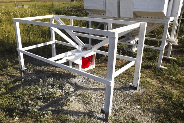 Разбираем конструкцию мини-фермы Михайлова для кроликов